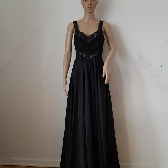 undercover wear Other - Vtg. Undercover Wear Nylon Black Long Slip, Medium